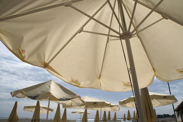 Trouvez un parasol publicitaire adapté